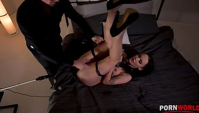 Kinky BDSM scene with reference to Sasha Sparrow's ass penetrated by a fucking machine GP1254