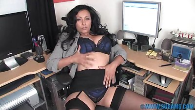 Horn-mad MILF Danica Collins spreads her legs in be imparted to murder office to play