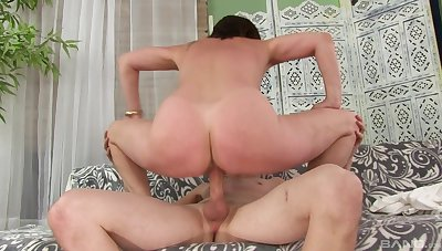 Horny woman rides the young cock in mega naughty modes