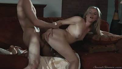 Passionate couch fucking with sensual Mona Wales