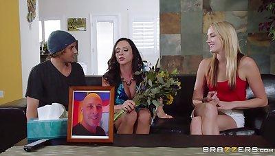 Mature mommy Ariella Ferrera with big fake tits fucked good