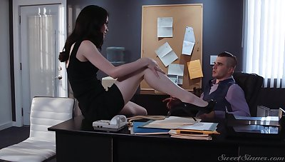 Sexy pompously together with positively leggy secretary Evelyn Claire is ready for office sex