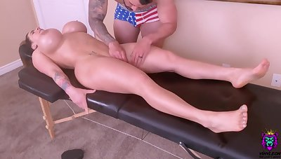 Horny Young Materfamilias Is Spoiled With A Tongue Massage And A Ro - massage