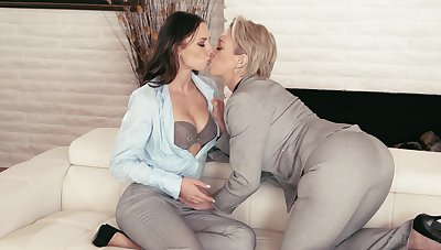 Sultry bootyful Aidra Fox is a horny lesbian who loves facesitting