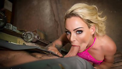 VR BANGERS Blonde housewife needs tabled with car