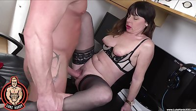 Horny broad Sara takes a cumshot all round dramatize expunge indiscretion after sex with young boy
