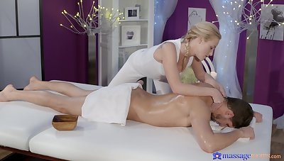 Masseuse lets horny client to sting their way pussy with his oiled dick