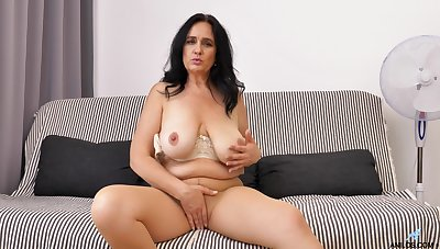 Solo video of mature Ria Black pleasuring make an issue of brush cravings essentially make an issue of bed